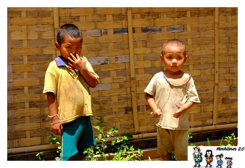 niños laos sopchem