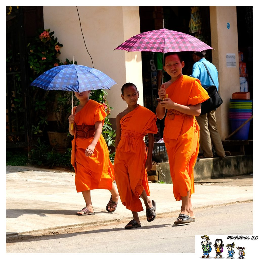 niños monjes budistas