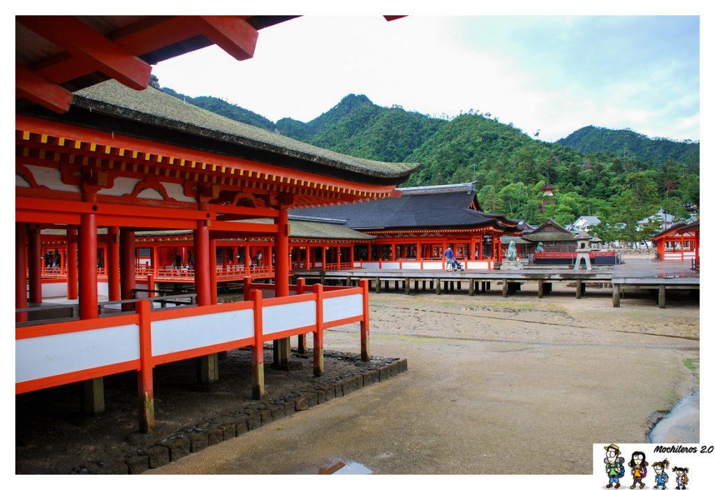 salones itsukushima templo