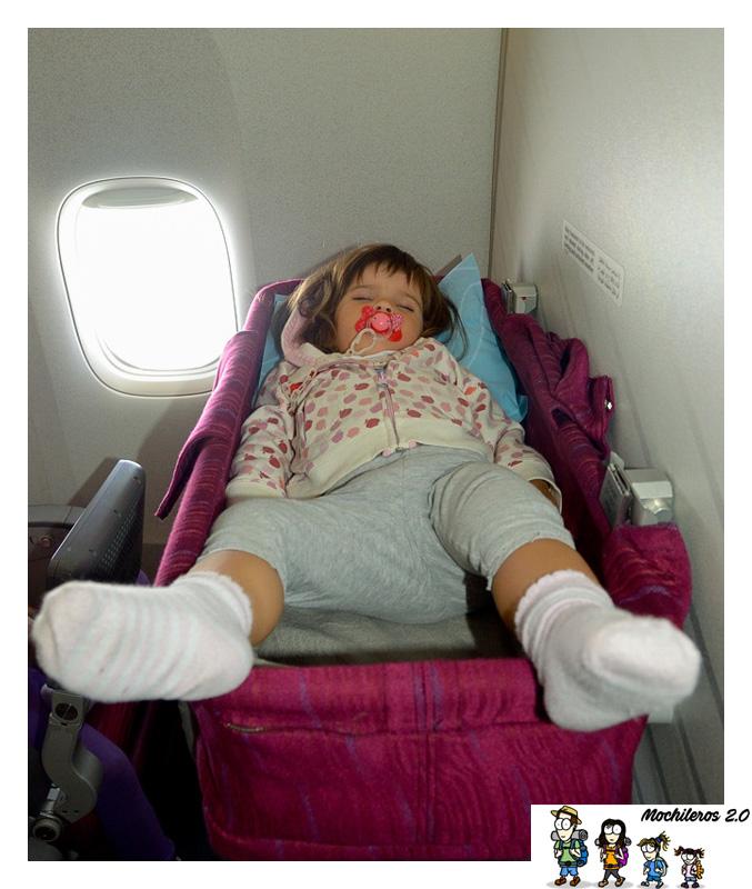 viajar avion con niños