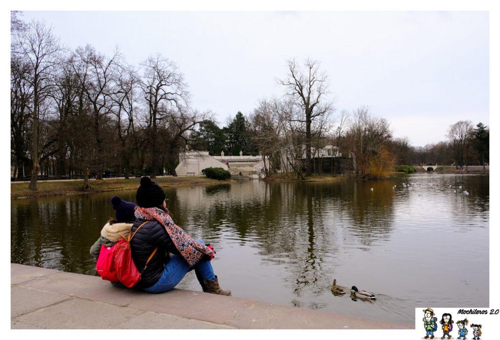 estanque parque lazienki