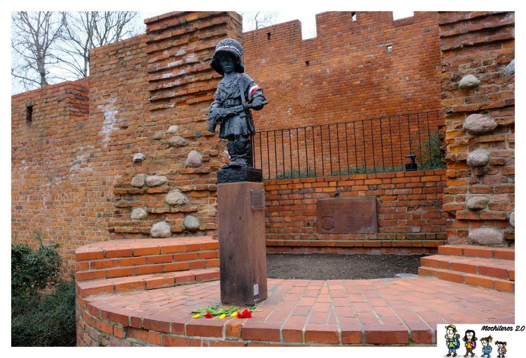 monumento pequeño insurgente