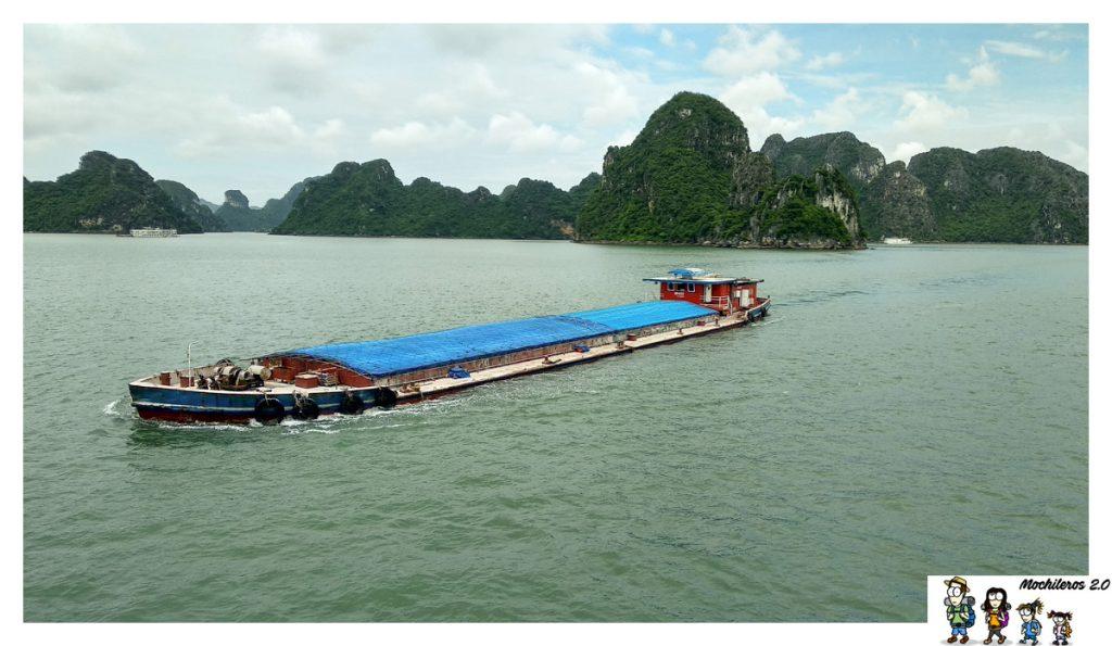barco carguero halong