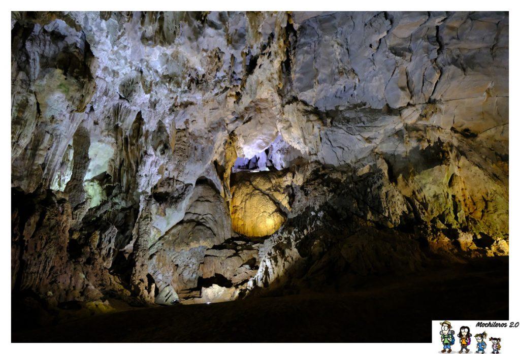 interior phong nha cave