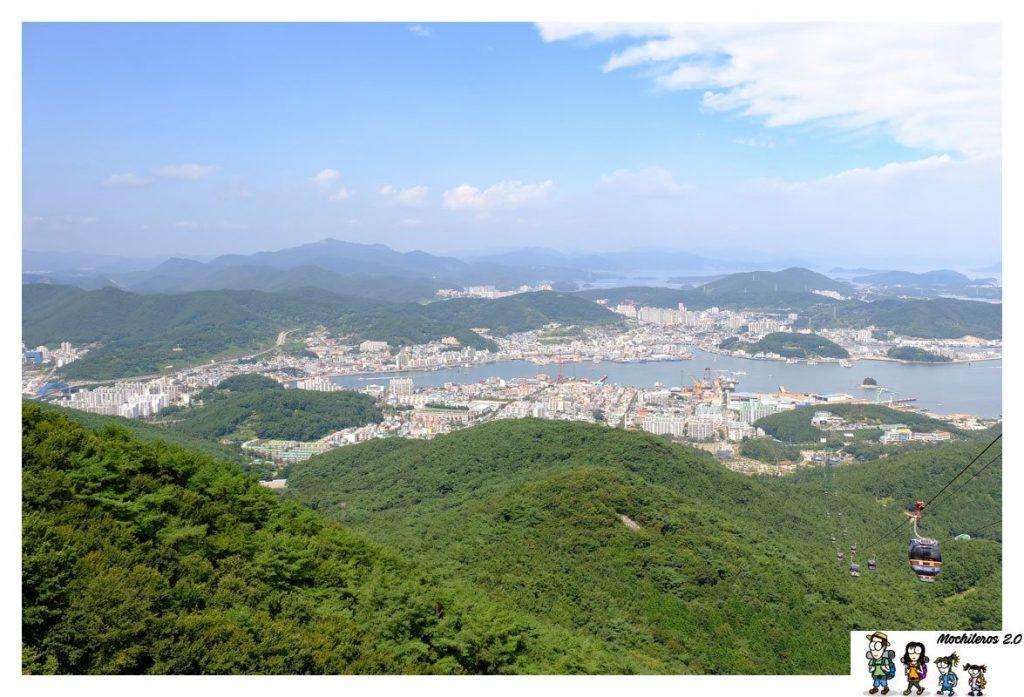 La ciudad de Tongyeong desde el teleférico