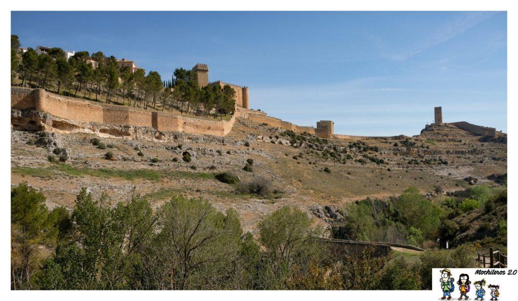 Las murallas protegen la villa