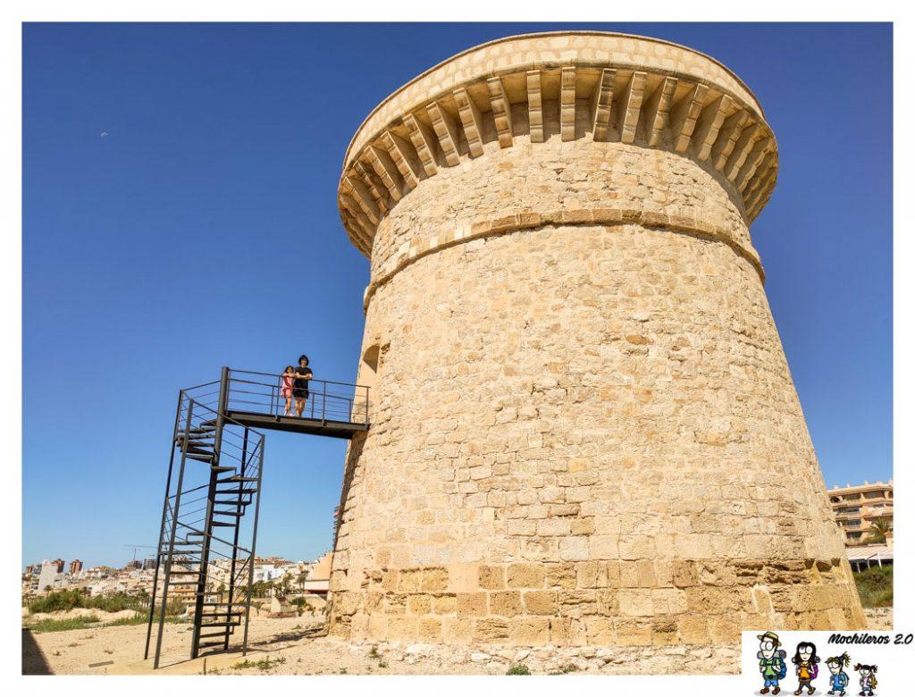 Escalera de subida a la torre