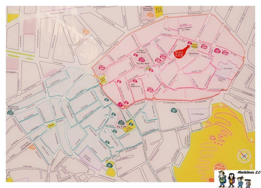 Plano con rutas turísticas por Oliva