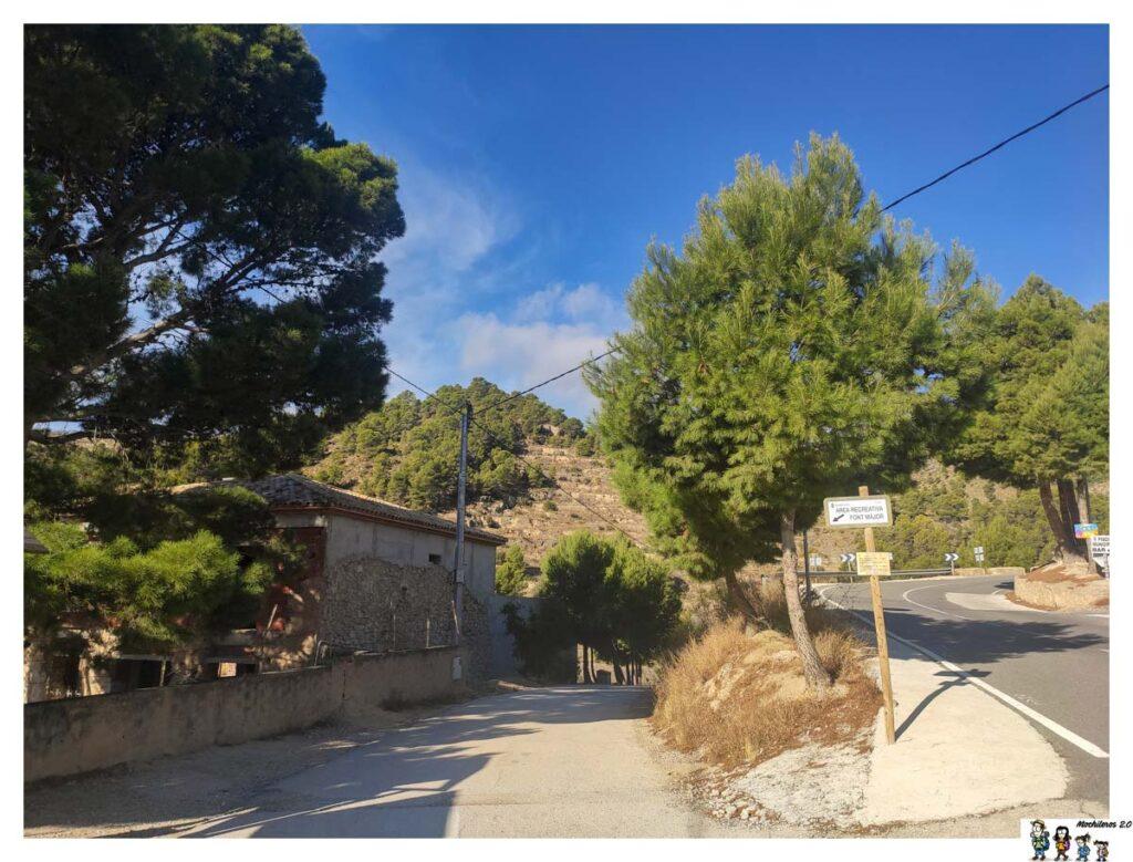 Camino de acceso al área recreativa Font Mayor en Sella