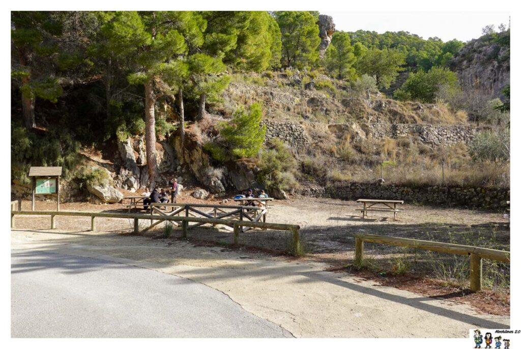 Mesas del merendero Font de Alcantara, Sella