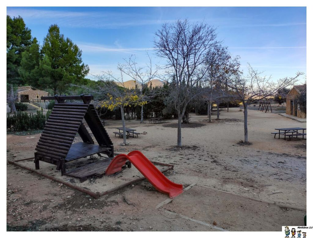 Zona de juegos del área recreativa de Oltà, Calpe