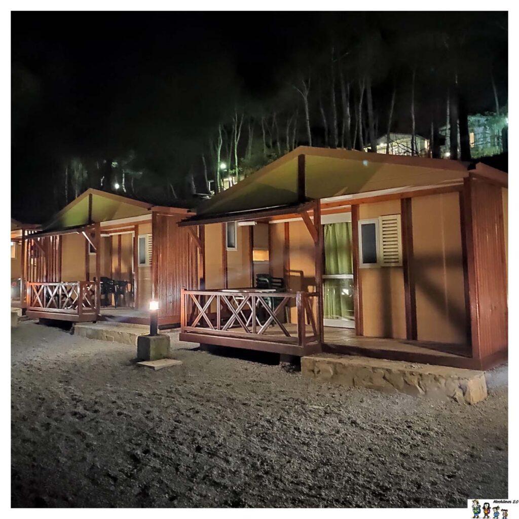 Otros de los bungalow del camping