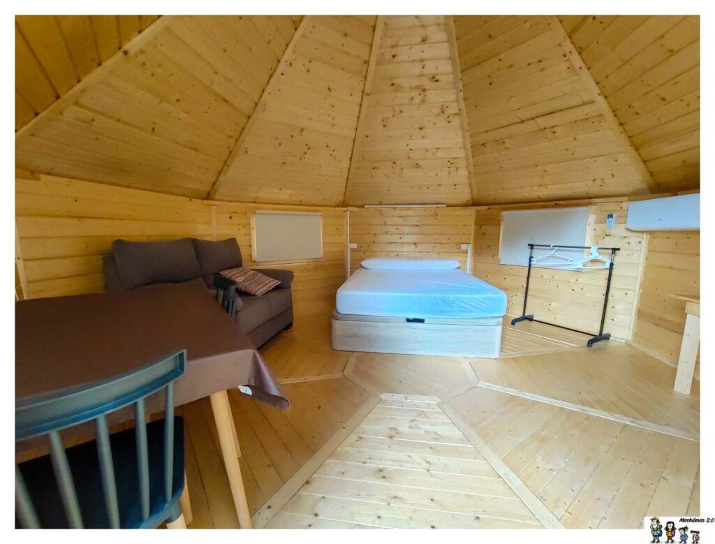 Interior de la cabaña Cuco