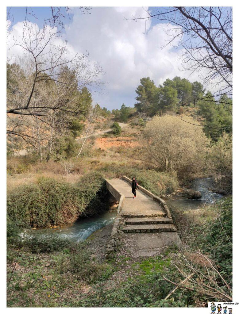 Puente que cruza el Palancia a la altura de Navajas