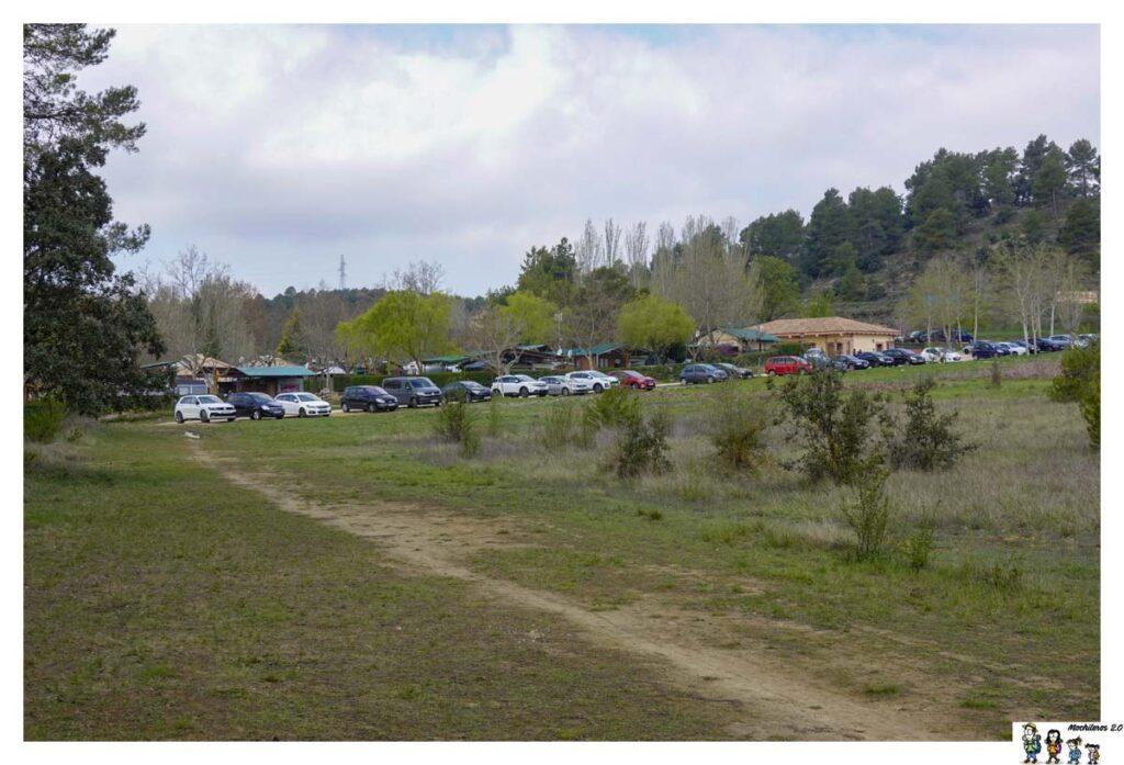 Inicio de ruta, zona de aparcamiento junto al Camping Mariola
