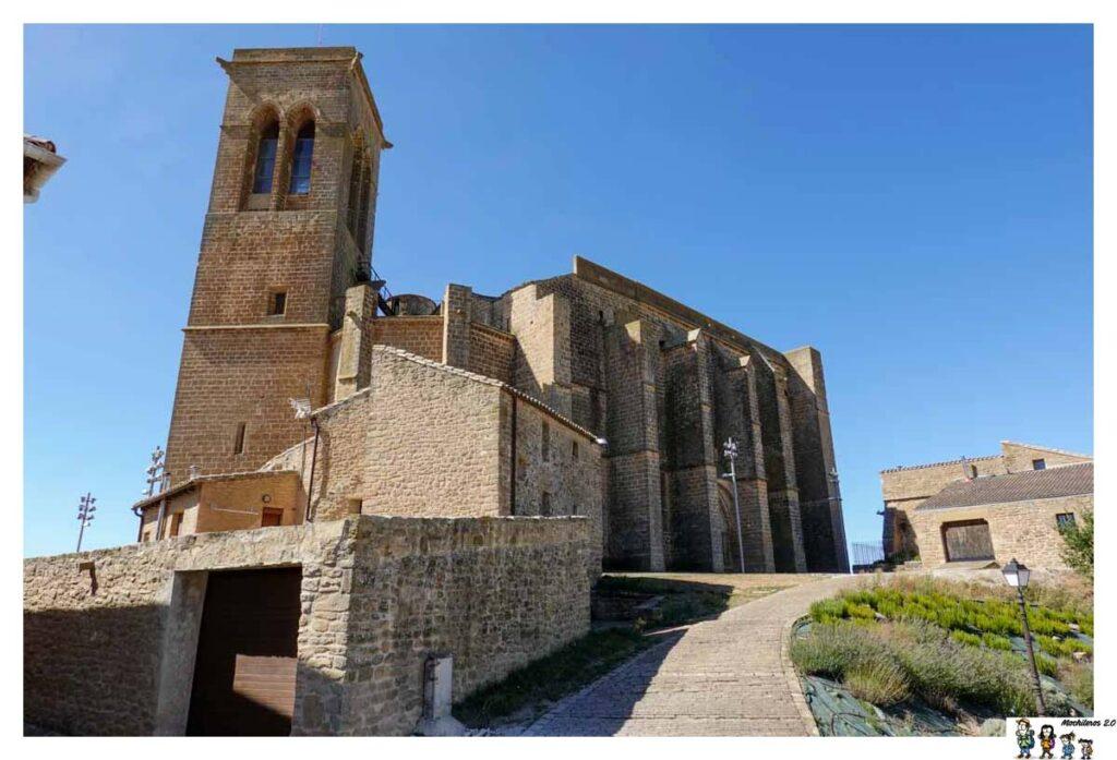 Fachada posterior de la iglesia fortificada de Artajona