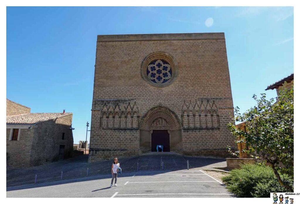Fachada de la iglesia de San Saturnino de Artajona