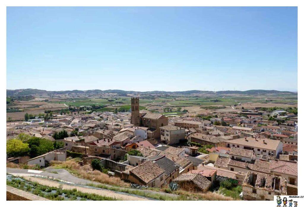 El pueblo de Artajona desde las murallas