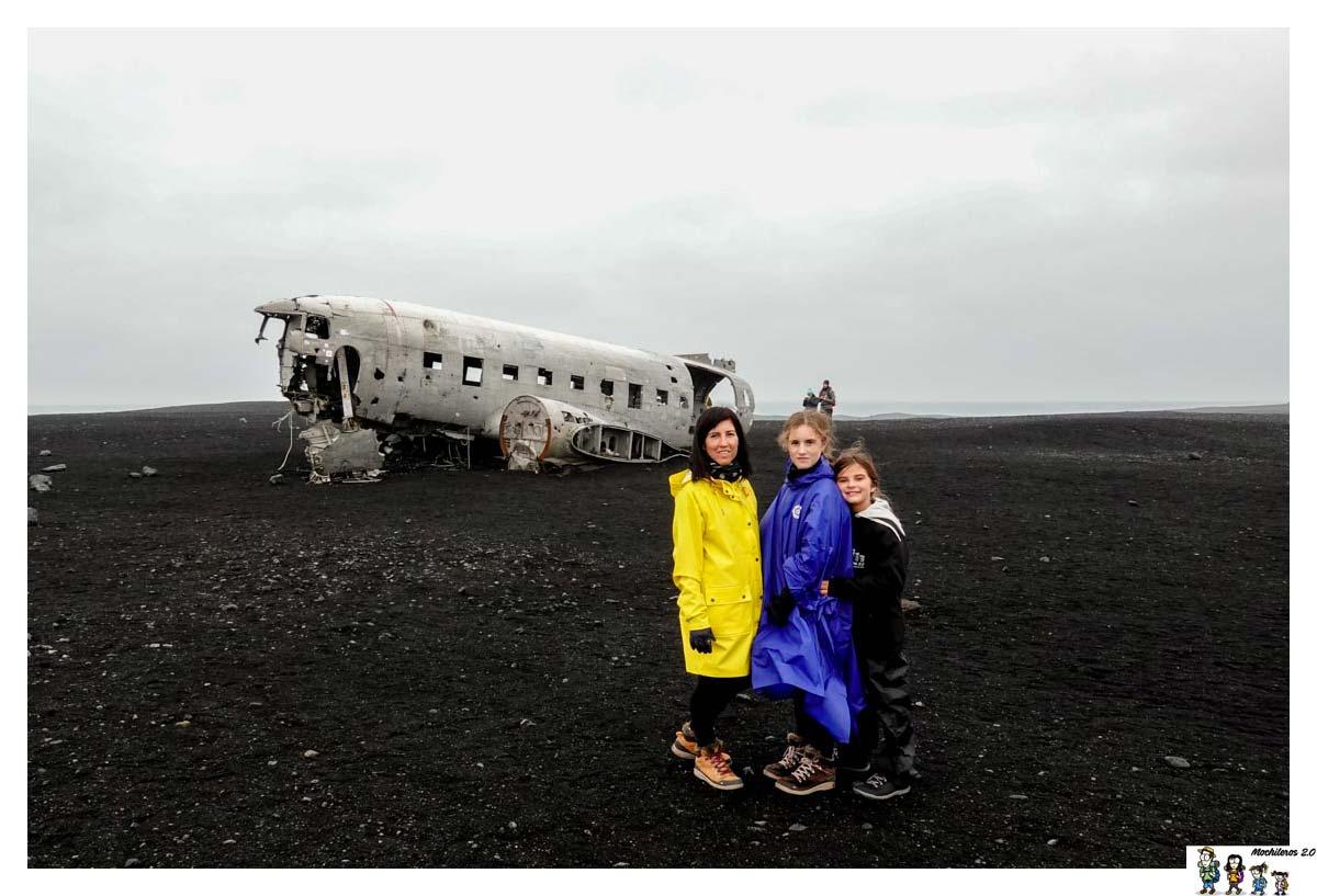 El avión estrellado en la playa de Islandia