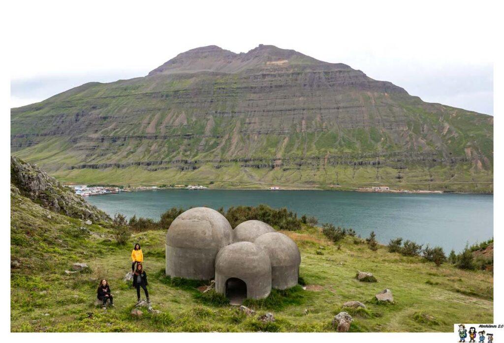 Esculturas en forma de cúpula en Seydisfjordur
