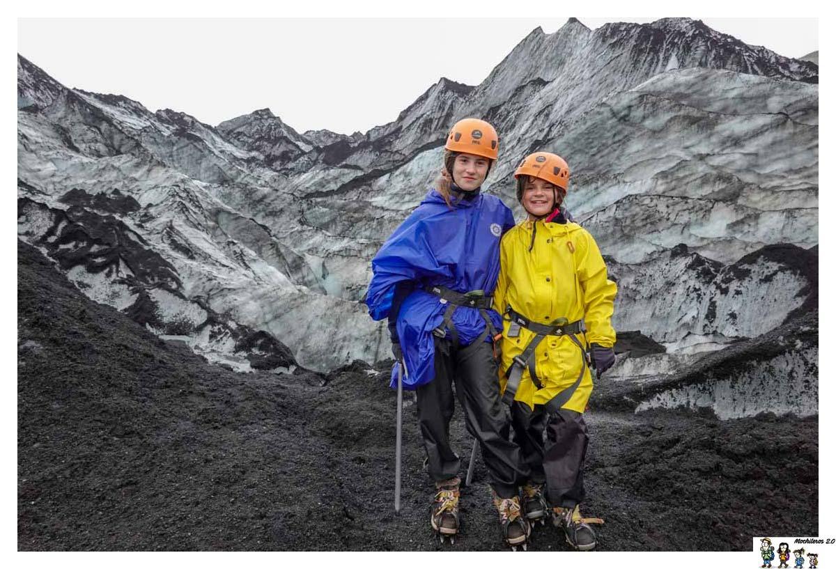 Listos para la ruta por el glaciar Solheimajokull