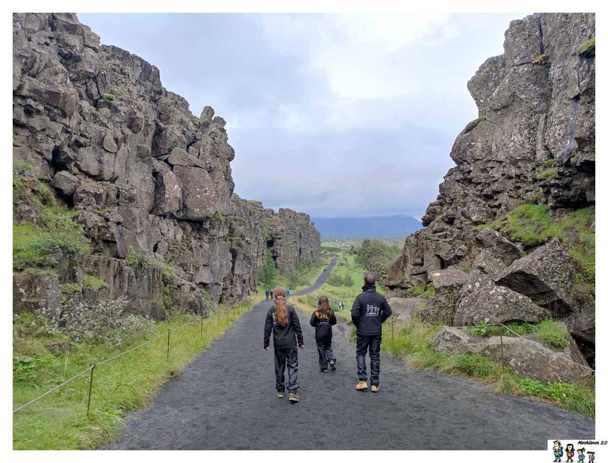 Caminando entre la falla de Thingvellir