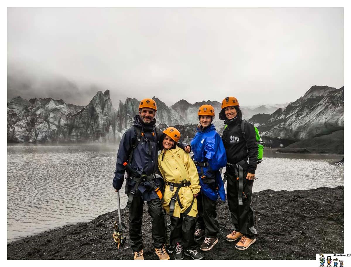 Preparados para el trekking por el glaciar